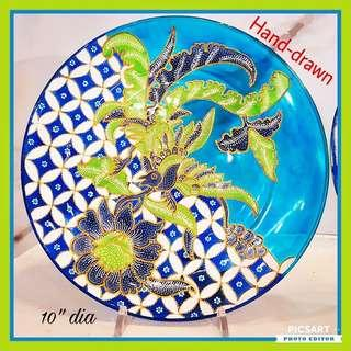 Brand New Hand-Drawn Green-Blue-White Pheonix and Pheony on Blue Glass Plate with Stand. Very Beautiful Display Ornament. Mint Condition, comes with box. Referring to the one in the 1st photo. $50, Whatsapp 96337309.