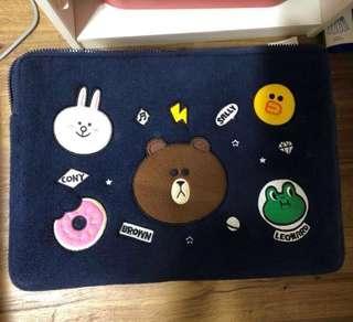 🚚 Line Bear Laptop Sleeve