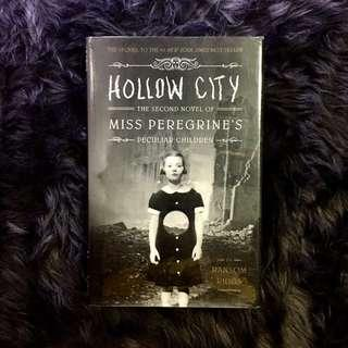 WITH FREEBIE! Miss Peregrine's Home for Peculiar Children: Hollow City by Ransom Riggs