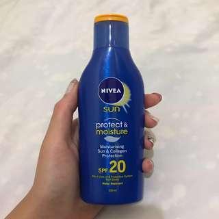 Nivea Sun Protect & Moisture SPF 20