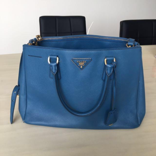 7f4d25de4496 AUTHENTIC Prada Cobalto Saffiano Lux Leather Double Zip Medium Tote ...