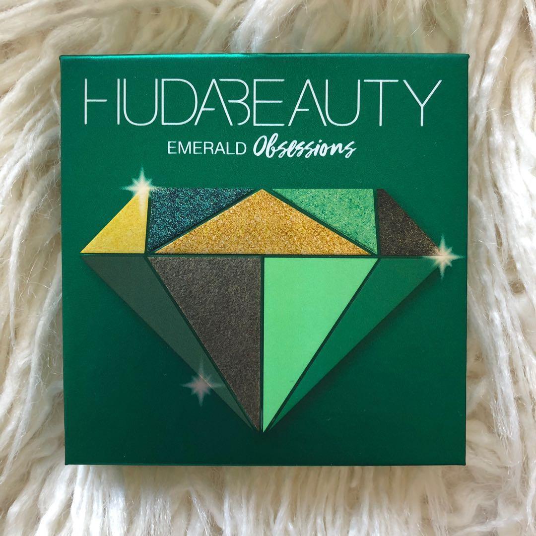 Huda Beauty Emerald Obsessions Eyeshadow Palette