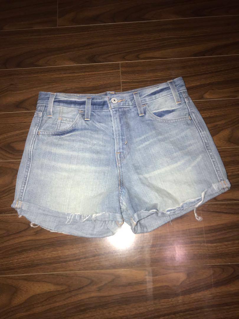 Levi's Shorts   Mid Wash   Size: 26