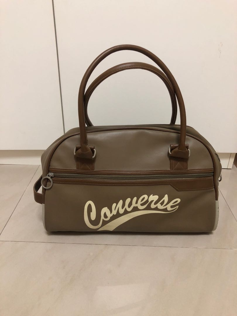 031f6c1579 Preloved Vintage Converse bag, Everything Else on Carousell