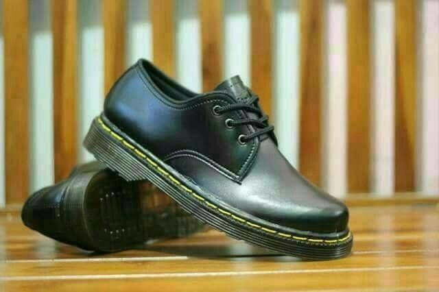 Sepatu pria Dr. Martens low boots (ukuran 39) 3b03546149