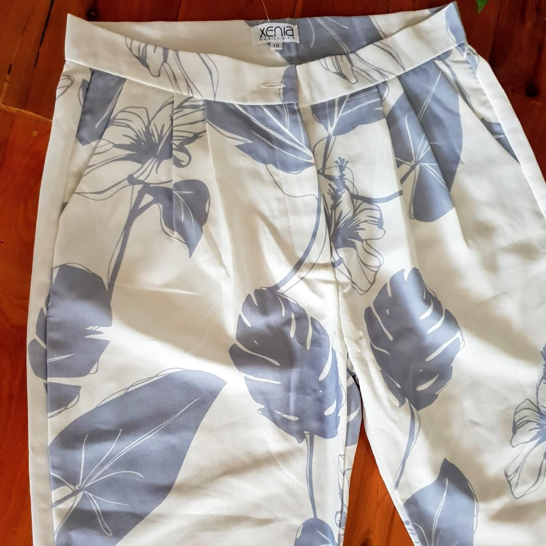 Women's size 10 'XENIA boutique' Absolutely stunning white and grey pants - BNWT