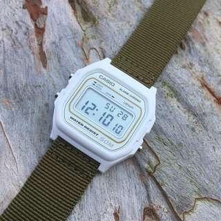 Casio 啞白配綠色尼龍帶 跳字錶 全新