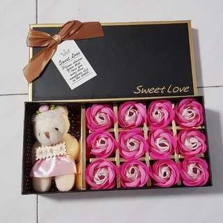 BN 12 Pink Soap Roses w Bear Giftbox