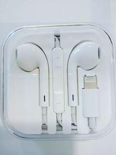 "Apple earphones with travelling case ""For Iphone 7/8/X and XS Max ""Limited stocks"""