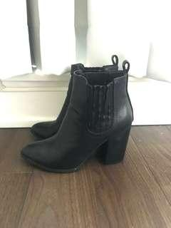 Steve Madden leather boots size 7