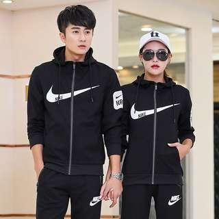 Nike耐克男裝套裝2018秋季新款情侶運動服休閒裝跑步運動兩件套裝 高級羅馬布料 手感細膩柔軟舒適透氣
