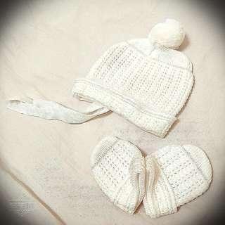 🚚 全新。暖冬好物。嬰幼服裝。純白精緻毛帽/手套。