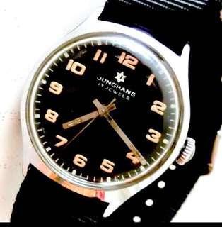 50/60年代 德國名牌 Germany Junghans Military Mechanical Manual Wind Wristwatch 機械上鍊 軍用型 腕錶:Rare100% Original Dial and Case 罕有原裝超靚錶面及錶殼(直徑Diameter 33.5mm),運作正常working well 。
