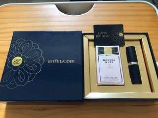 雅詩蘭黛~繆思香水7ml+絕對慾望奢華潤唇膏2.8g~小禮盒