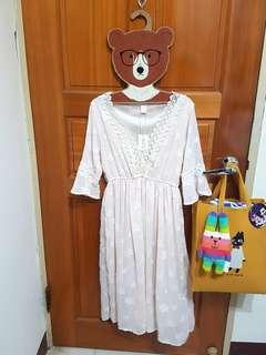 正韓緹花蕾絲刺繡洋裝