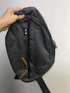OAKLEY 💯 authentic sling bag 3d277bb4c6644