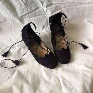 Sepatu Tali Hitam