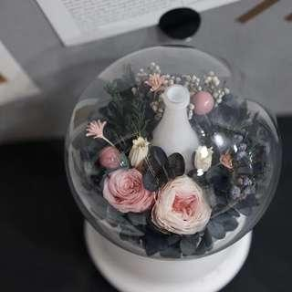 Diffuser with preserved flowers