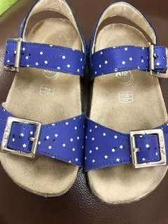 Clarks girls sandals . Size 8 1/2 . 16cm . For 3-5 years old.  Condition 8/10 . Still good.