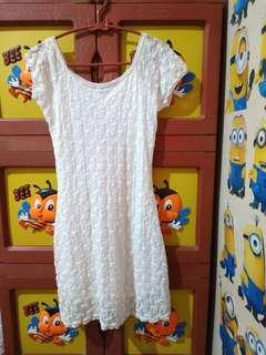 Atasan putih, bisa jadi dress