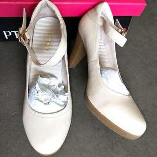 "BNIB Cream Coloured Heels,  2.5"", Size 230"