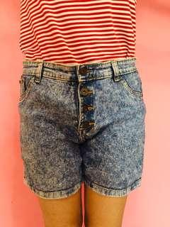 Celana pendek hot pants