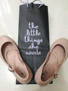 The little things she needs pink flatshoes 37