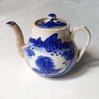 A blue and white porcelain tea pot  the Republic of China period.