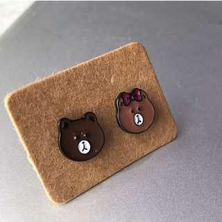 2pcs LINE Brown Ear Studs
