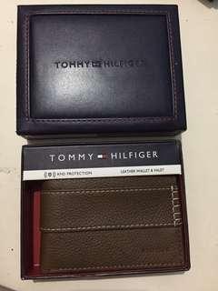 Tommy Hilfiger Tan Wallet