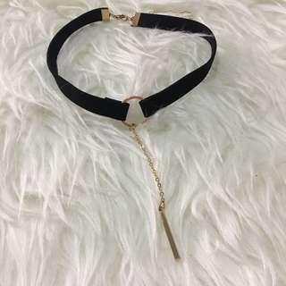 Choker black hold suede