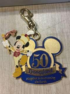 絕版 2005年 美國加州 迪士尼樂園 50週年 徽章 交換日 紀念匙圈