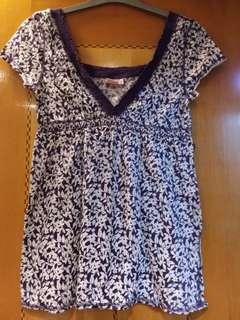 Knitted top with floral print in purple color