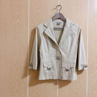 🚚 🇮🇹義大利H.W.淺米黃色挺版翻領大銀釦七分袖短版外套