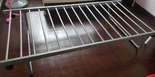 Trundle pull out bed