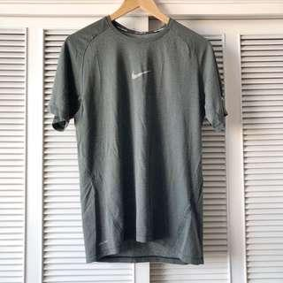 Nike Men's Grey Shirt