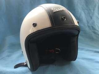 Helm Vespa Essential