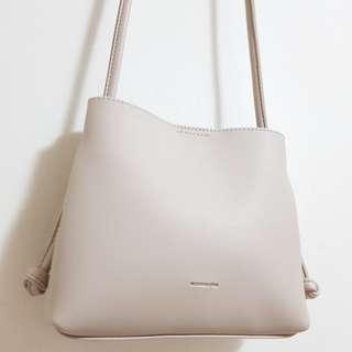 🚚 Minimalist Nude Sling Bag