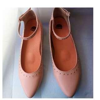Bared 38 Pink Studded Lapwing