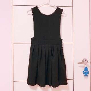 Apiratestore x 黑色洋裝