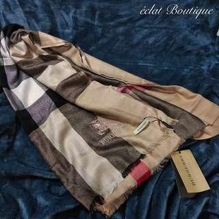 BURBERRY精紡平紋大格紋圍巾/披巾