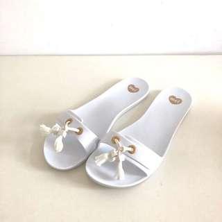 🚚 Melissa 香香鞋 巴西尺寸36,37(Mel 浪漫穗飾平底拖鞋-白色)