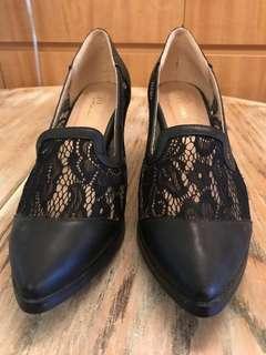 🚚 《全新》蕾絲粗跟靴 性感 好走 超好看