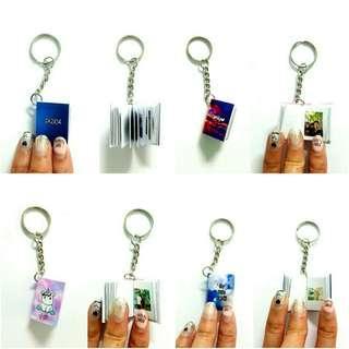 🚚 Mini photo notebook keychains customized with 20 photos