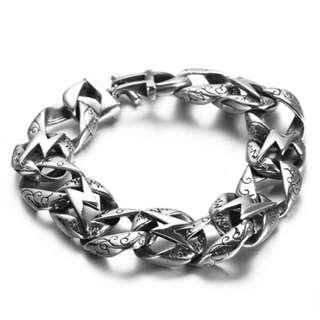 《 QBOX 》FASHION 飾品【BBGG0025】精緻個性龐克風閃電符號粗曠鑄造鈦鋼手鍊/手環