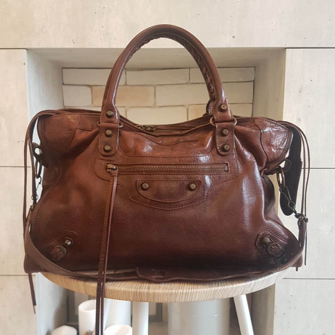 b58e4158926abd Authentic Balenciaga Classic city bag in brown, Luxury, Bags & Wallets,  Handbags on Carousell