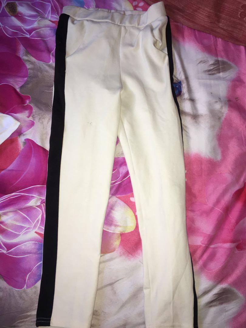 Celana Legging Bagus Banget Bahannya Enak Fesyen Wanita Pakaian Wanita Atasan Di Carousell