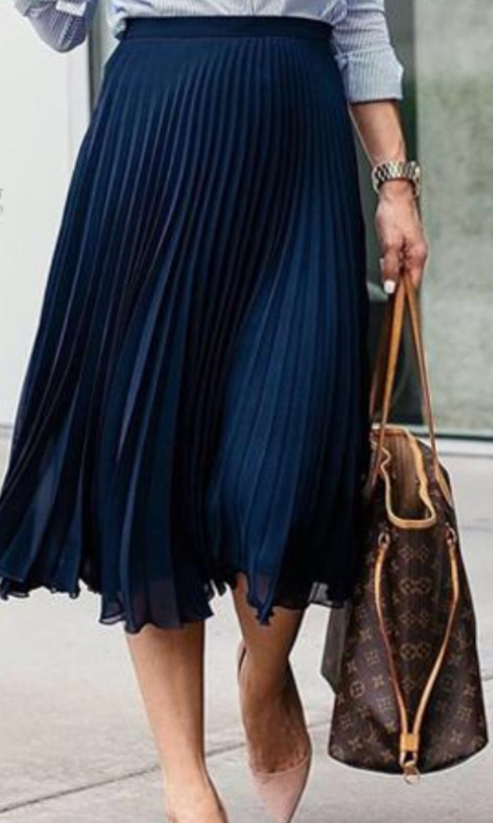 06828a7578 Pleated Midi Skirt Uniqlo in navy blue , Women's Fashion, Clothes, Pants,  Jeans & Shorts on Carousell