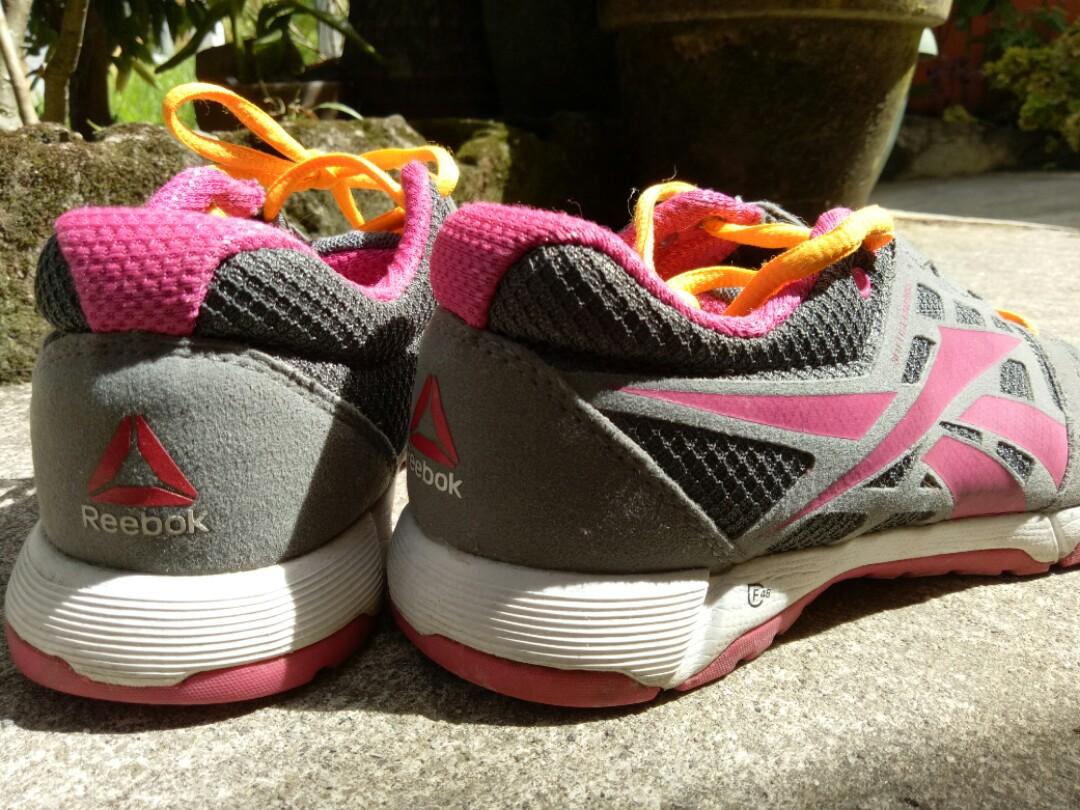 Reebok women pre loved shoes size 6.5 ed3eef60c