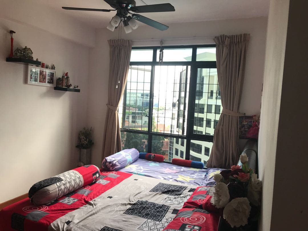 Spacious Pool View Master Bedroom For Rent Condo 5mins Frm Mrt